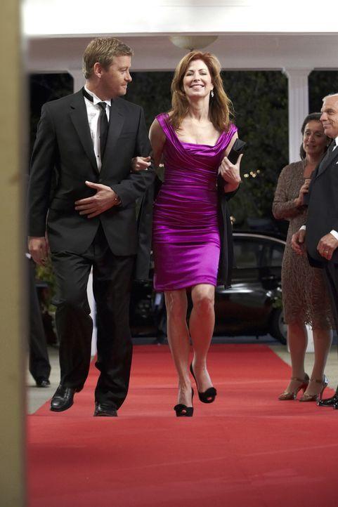 Um den Mord an Daphne Zimmer aufzuklären, ermitteln Megan (Dana Delany, r.) und Peter (Nicholas Bishop, l.) in der besseren Gesellschaft ... - Bildquelle: ABC Studios