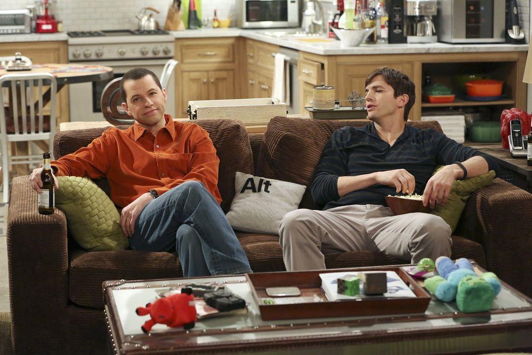 Werden Walden (Ashton Kutcher, r.) und Alan (Jon Cryer, l.) wirklich getrennte Wegen gehen? - Bildquelle: Warner Brothers Entertainment Inc.