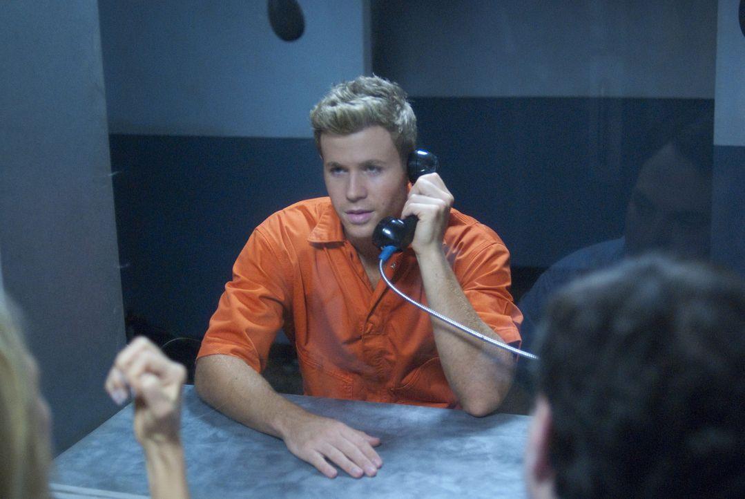 Nachdem die charmante Brandi ihn der Vergewaltigung beschuldigt, muss Carson (Ashley Parker Angel) in den Knast. Nur etwas Geld könnte ihn aus der m... - Bildquelle: 2010 Sony Pictures Worldwide Acquisitions Inc. All Rights Reserved.