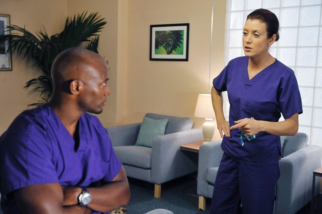 Mark und Addison (Kate Walsh, r.) werden Sam (Taye Diggs, l.) und Pete beim Sex erwischt. Addison ist das ungemein peinlich und meidet deshalb das G... - Bildquelle: ABC Studios