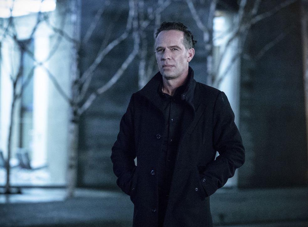Um seine Maschine fertig stellen zu können, bricht DeVoe (Neil Sandilands) in eine geheime A.R.G.U.S. Basis ein und hinterlässt eine Spur der Verwüs... - Bildquelle: 2017 Warner Bros.