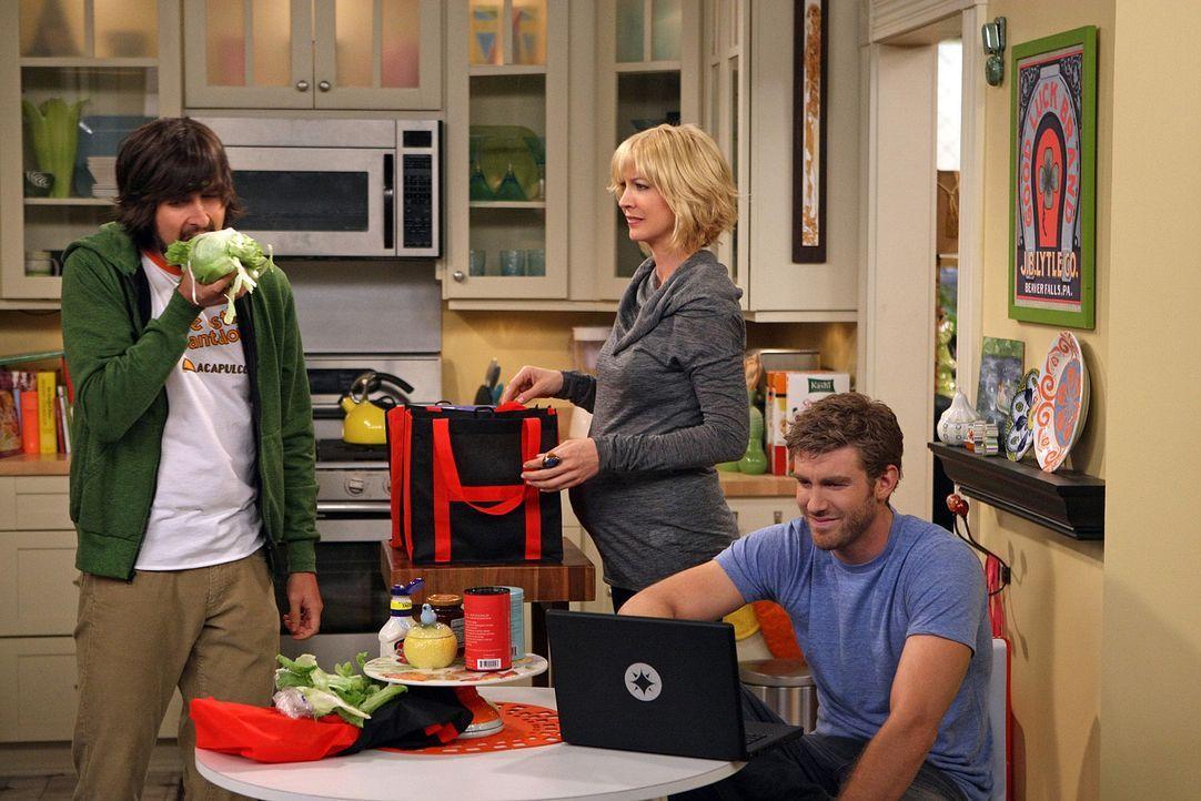 Zack (Jon Foster, r.) erzählt Davis (Nicolas Wright, l.) und Billie (Jenna Elfman, M.), dass er überlegt, sich einen zweiten Job zu suchen ... - Bildquelle: 2009 CBS Broadcasting Inc. All Rights Reserved