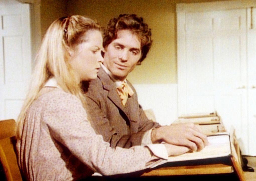 Der Lehrer Adam (Linwood Boomer, r.) hilft Mary (Melissa Sue Anderson, l.), die Blindenschrift zu lernen. - Bildquelle: Worldvision