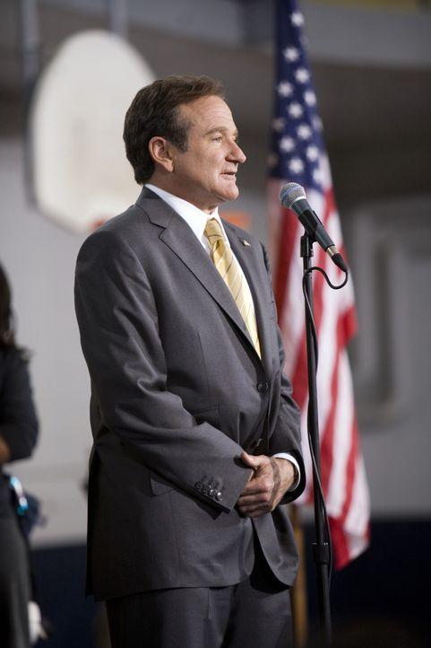 Als Fans sich fragen, warum Dobbs (Robin Williams), der Moderator einer Polit-Talkshow, denn nicht einfach selbst für das Amt des Präsidenten kandid... - Bildquelle: Morgan Creek International