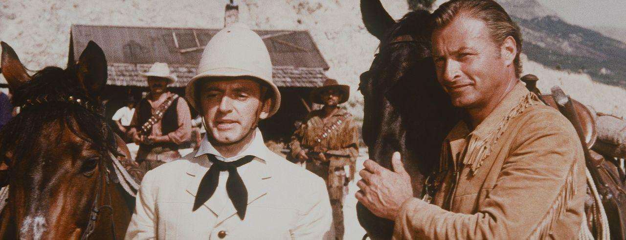 Nach wie vor treibt der spleenige Lord Castlepool (Eddi Arent, l.) im Wilden Westen sein Unwesen. Doch Old Shatterhand (Lex Barker, r.) nimmt's gela... - Bildquelle: Columbia Pictures