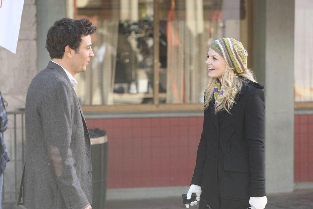 Noch ahnt Zoey (Jennifer Morrison, r.) nicht, dass Ted (Josh Radnor, l.) der Architekt der Vernichtung ist ... - Bildquelle: 20th Century Fox International Television