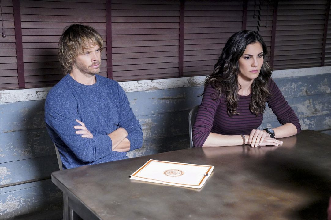Ermitteln im Fall einer sabotierten Trägerrakete: Marty Deeks (Eric Christian Olsen, l.) und Kensi Blye (Daniela Ruah, r.) ... - Bildquelle: Bill Inoshita 2018 CBS Broadcasting, Inc. All Rights Reserved/Bill Inoshita