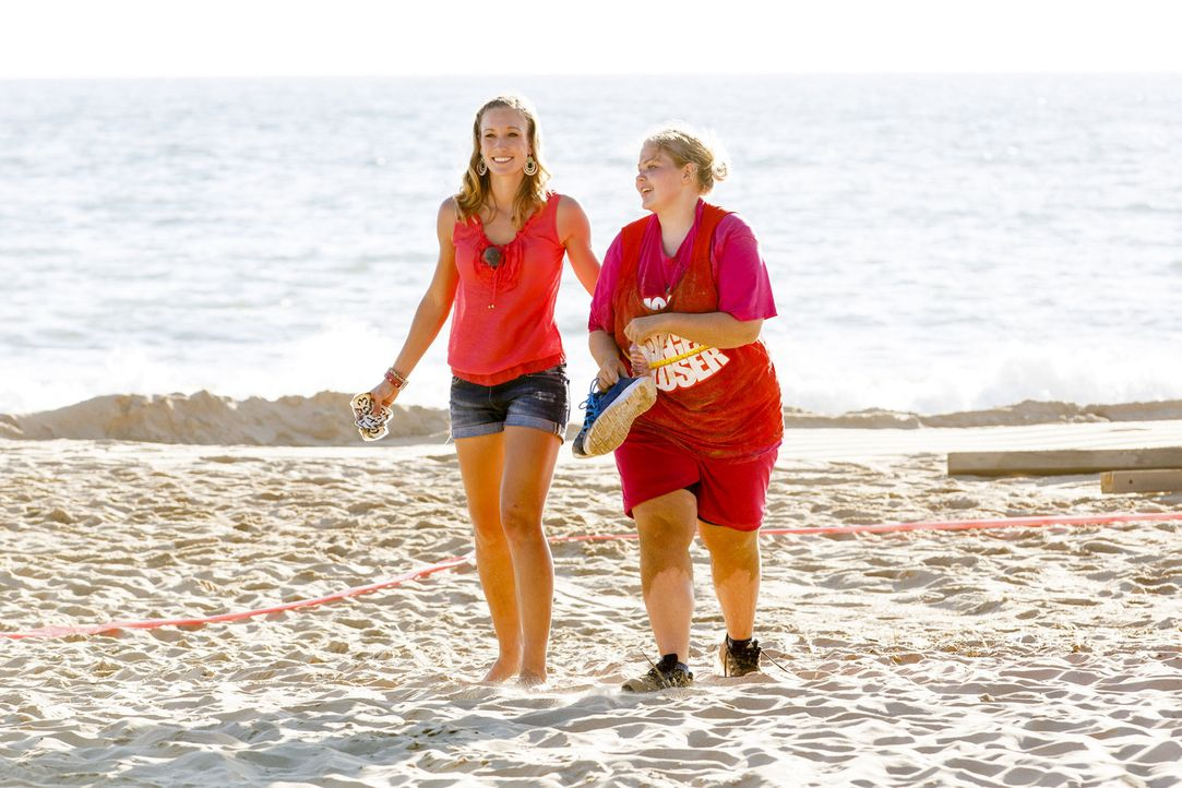 Das Küken im Camp, Nicole (r.), beeindruckt immer wieder die Teamchefin Christine Theiss (l.) ... - Bildquelle: SAT.1