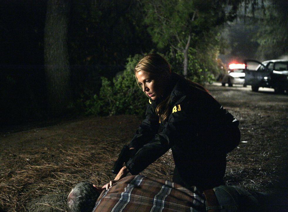 Macht eine grausame Entdeckung: Samantha Spade (Poppy Montgomery) - Bildquelle: Warner Bros. Entertainment Inc.