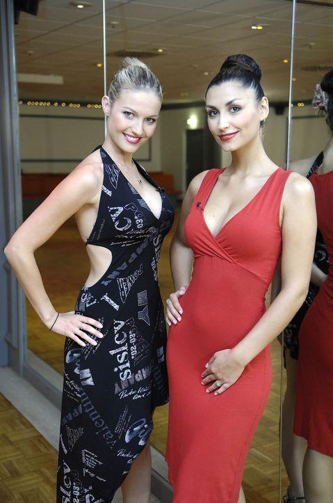 Nehmen zwei Freaks unter ihre Fittiche: Daniela Wolf (l.) und Christina Maria Stefanescu (r.) ... - Bildquelle: ProSieben