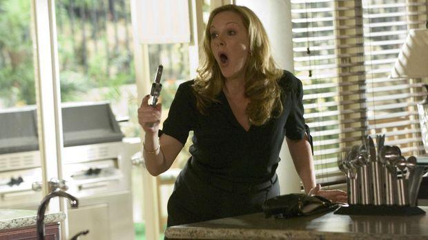 Celia (Elizabeth Perkins) ist wütend, doch wird sie wirklich schießen? © Lion...