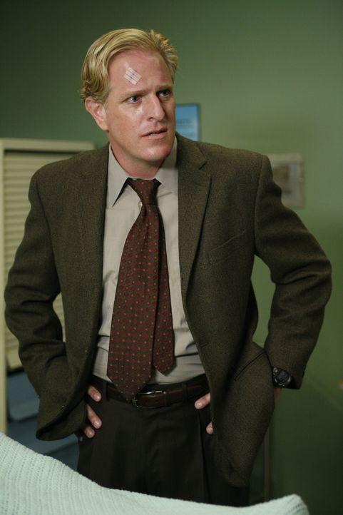 Als Blake Davis (Scott Atkinson) im Krankenhaus erscheint, bekommt er Ärger mit Alisons Ehemann James ... - Bildquelle: Warner Bros. Television
