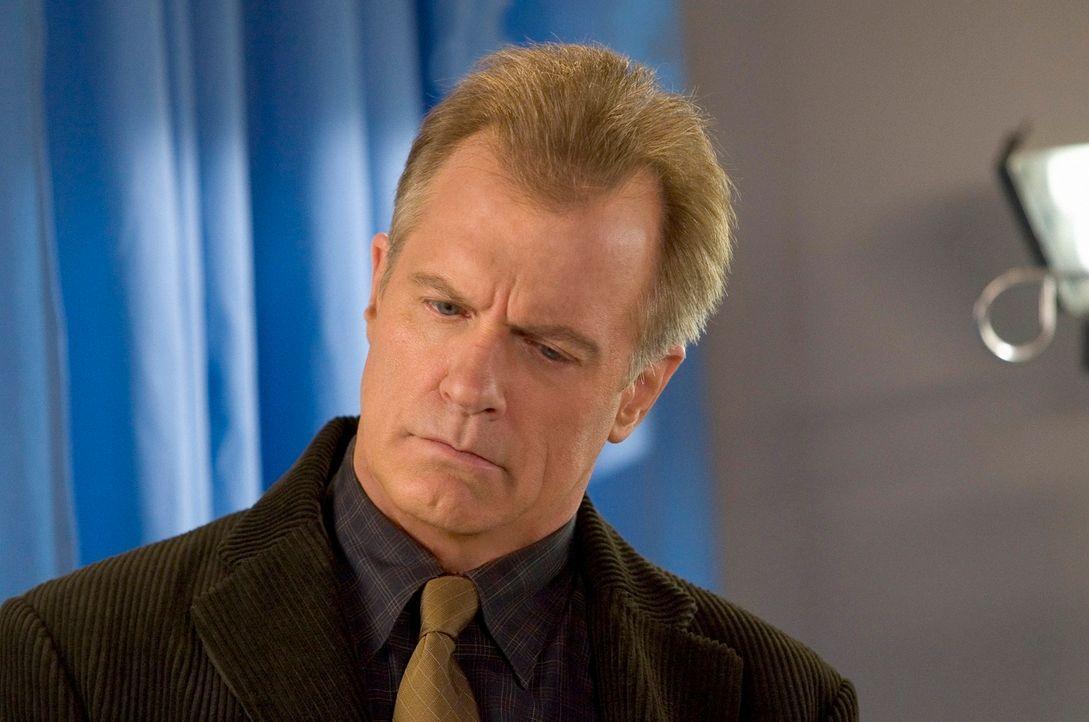 Im Krankenhaus raten die Ärzte Eric (Stephen Collins), sich dringend mal wieder untersuchen zu lassen ... - Bildquelle: The WB Television Network