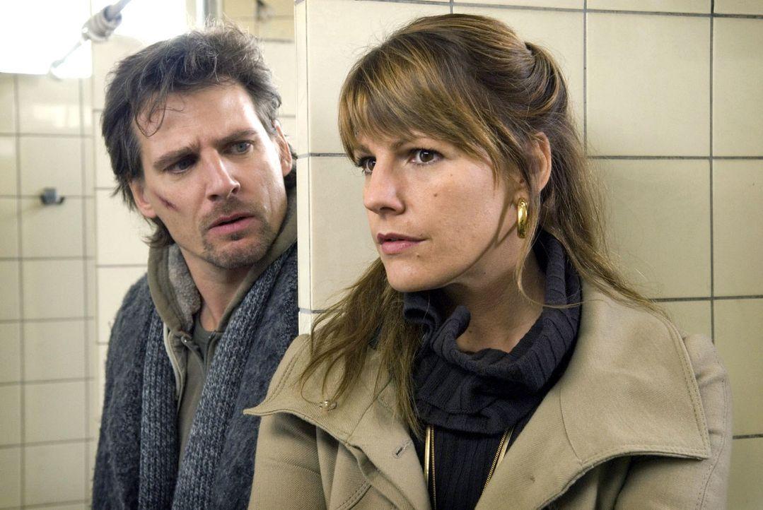 Katja (Sophie Schütt, r.) und Leon (René Steinke, l.) werden zu Verbündeten und versuchen gemeinsam herauszufinden, wer die Hintermänner des Attenta... - Bildquelle: Martin Menke Sat.1