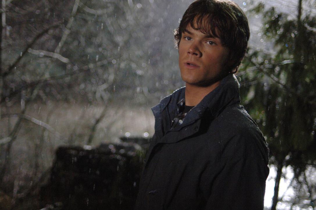 Gemeinsam mit Dean, versucht Sam (Jared Padalecki) einen mordenden Geist zu vernichten ... - Bildquelle: Warner Bros. Television
