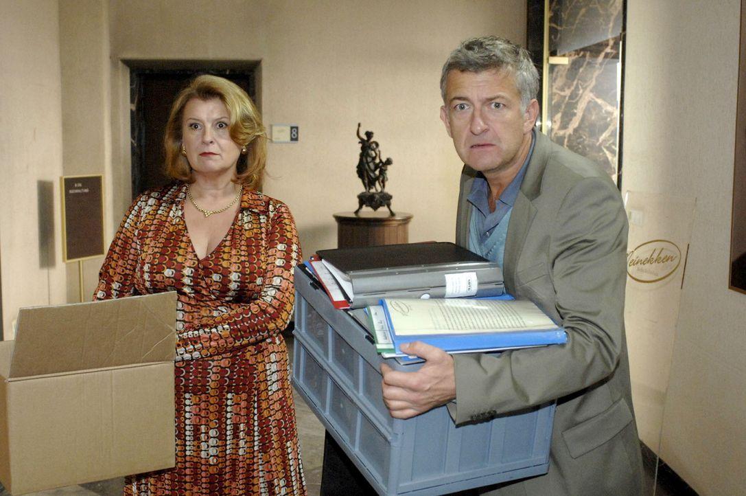 Der Plan ist fehlgeschlagen: Pit (Dominic Raacke, r.) und Renate (Traute Hoess, l.) werden von Katharina gekündigt... - Bildquelle: Sat.1