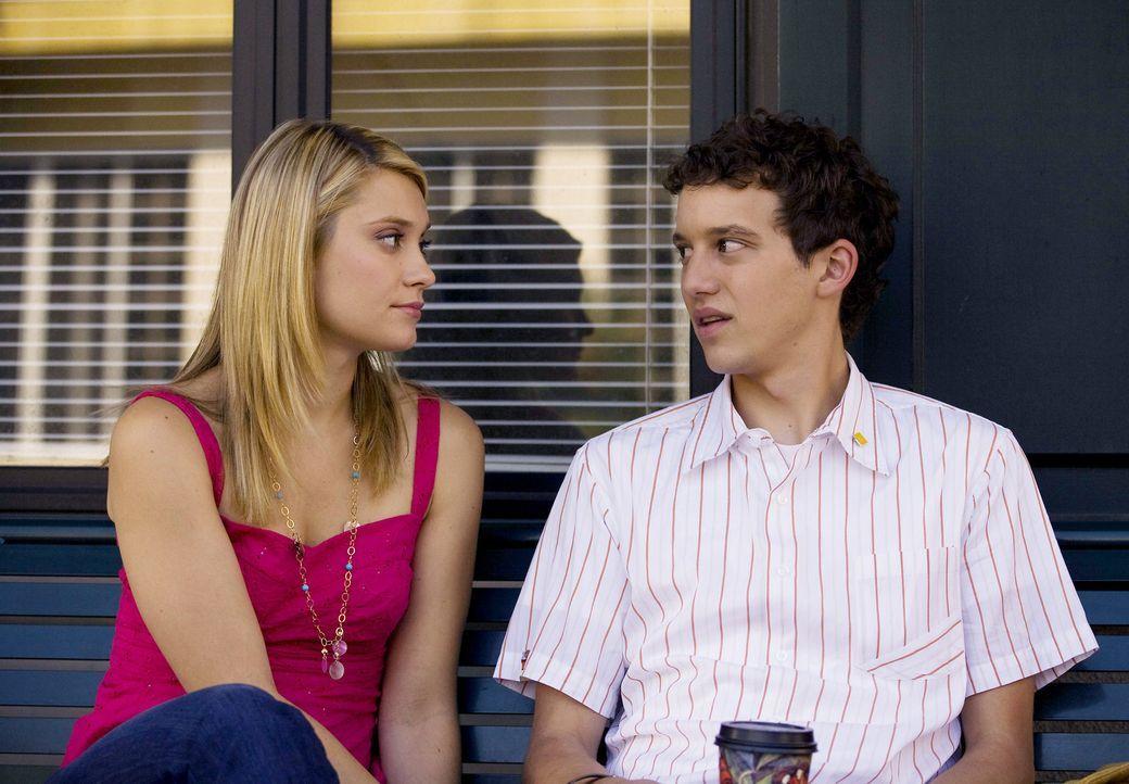 """Rusty (Jacob Zachar, r.) und Casey (Spencer Grammer, l.) haben wichtige Entscheidungen zwischen """"richtig"""" und """"falsch"""" zu treffen ... - Bildquelle: 2007 ABC FAMILY. All rights reserved. NO ARCHIVING. NO RESALE."""