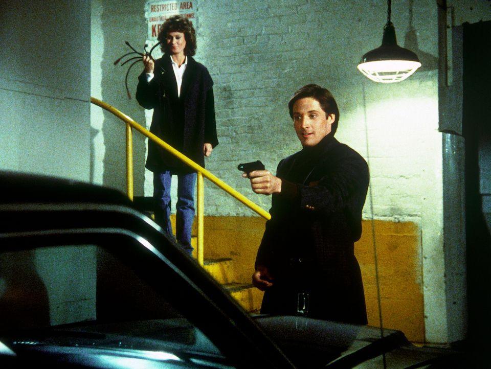 Wieder einmal werden die Feinde durch die Geistesgegenwart von Amanda (Kate Jackson, l.) und Lee (Bruce Boxleitner, r.) besiegt ...