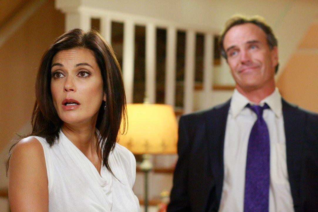 Zum Entsetzen von Susan (Teri Hatcher, l.) trifft sich Jackson mit Mike, und lernt zu allem Übel auch noch ihren Ex-Mann Karl (Richard Burgi, r.) ke... - Bildquelle: ABC Studios