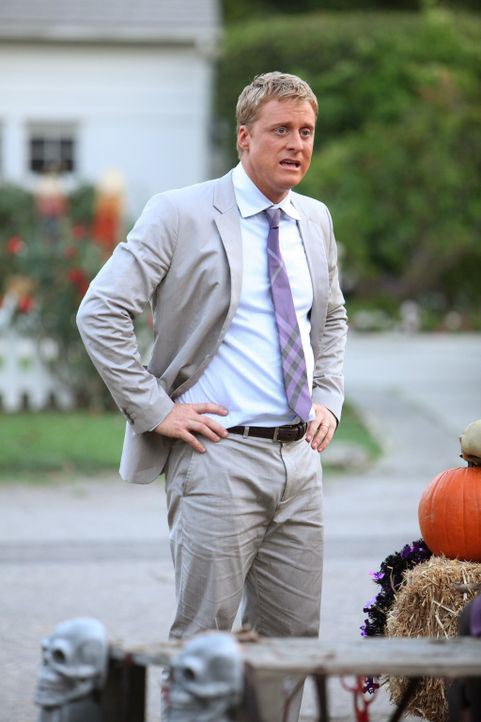 Ahnt, dass es Probleme mit den Nachbarn geben wird: Noah (Alan Tudyk) ... - Bildquelle: Warner Bros. Television