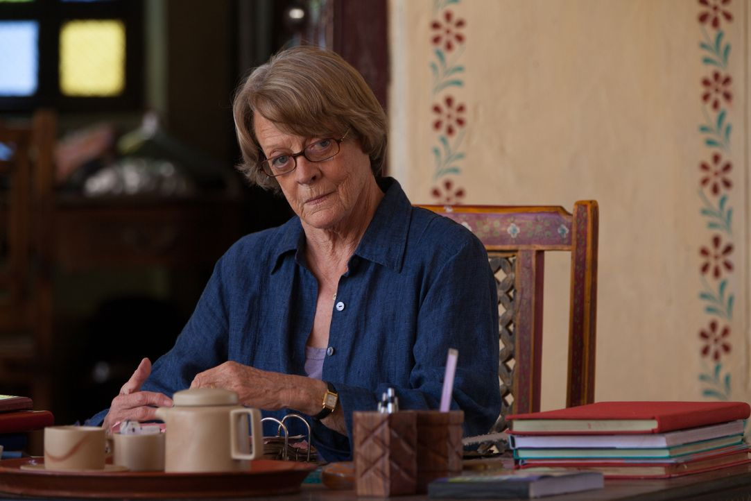 Muriel (Maggie Smith) und Sonny reisen nach Amerika, um einen Investor für ein zweites Best Exotic Marigold Hotel zu finden. Der durchaus interessie... - Bildquelle: Laurie Sparham 2015 Twentieth Century Fox Film Corporation.  All rights reserved.
