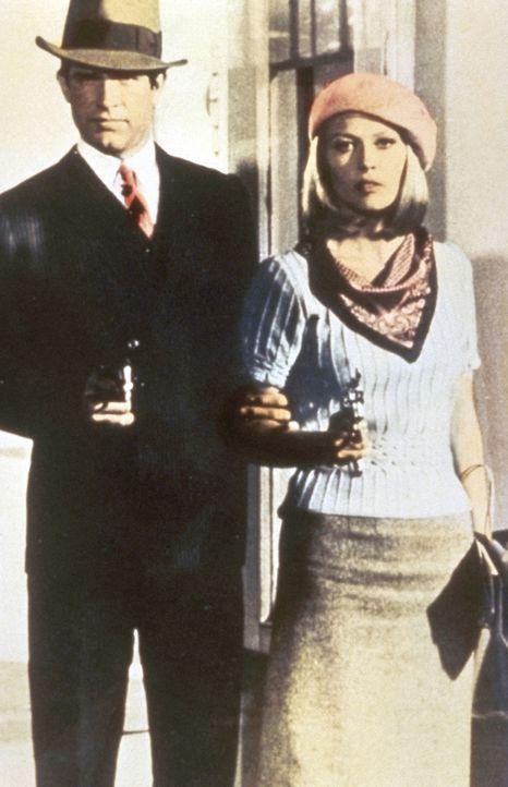 Ein unschlagbares Team: Bonnie (Faye Dunaway, r.) und Clyde (Warren Beatty, l.) rauben eine Bank nach der anderen aus ... - Bildquelle: Warner Bros.