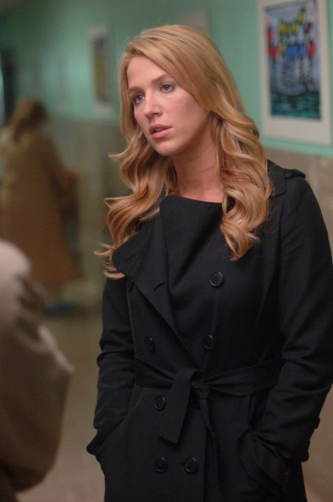 Eine Freundin von Sam (Poppy Montgomery), die in einer psychiatrischen Klinik arbeitet, bittet diese, die Identität einer jungen Frau zu überprüfen,... - Bildquelle: Warner Bros. Entertainment Inc.
