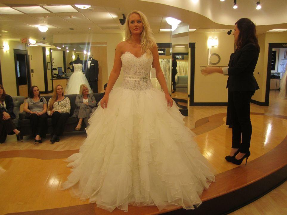 Braut Jessica erweist sich als eine von Loris schwierigsten Kundinnen. Sie hat eine konkrete Vorstellung ihres Kleides im Kopf. - Bildquelle: TLC & Discovery Communications