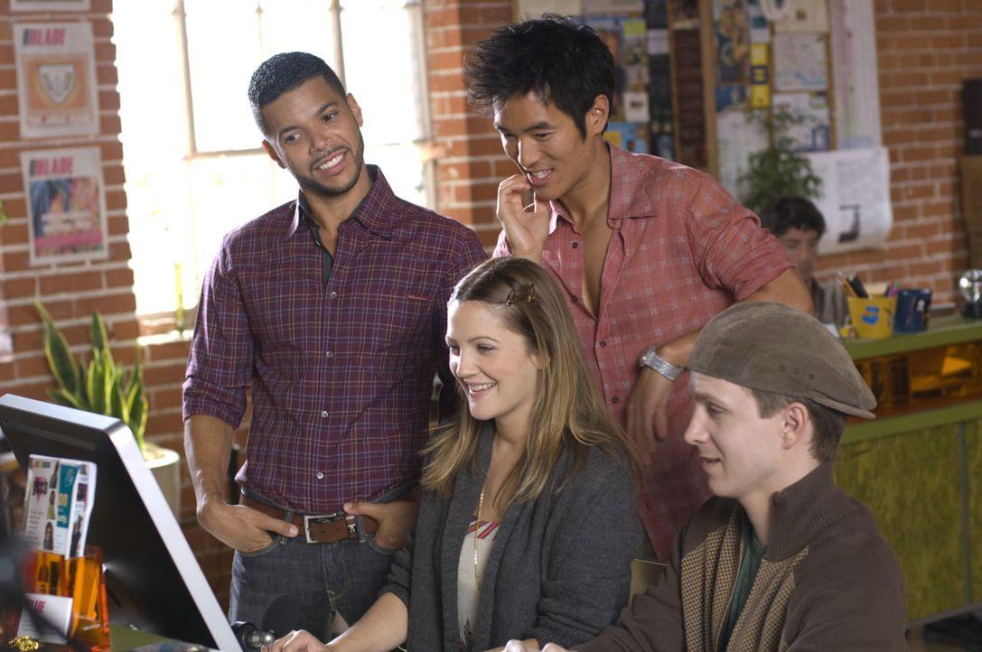 Mary (Drew Barrymore, M.) arbeitet als Redakteurin und versucht stetig über das Internet den Mann fürs Leben zu finden. Unterstützt wird sie dabei v... - Bildquelle: Warner Brother
