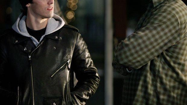 Als Jess (Milo Ventimiglia, l.) plötzlich wieder bei Luke (Scott Patterson, r...