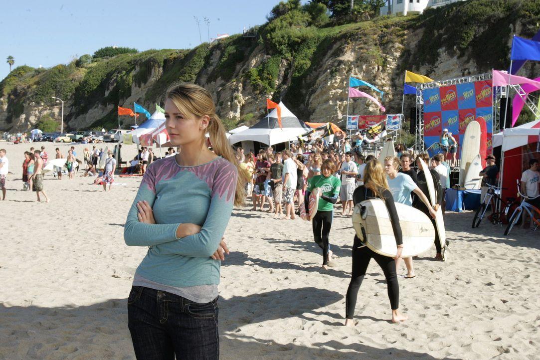 Eigentlich sollte Marissa (Mischa Barton) ihre Bewerbungsunterlagen für die Uni vorbereiten, doch da sie von Johnny und Chili zu einer Surftour ein... - Bildquelle: Warner Bros. Television