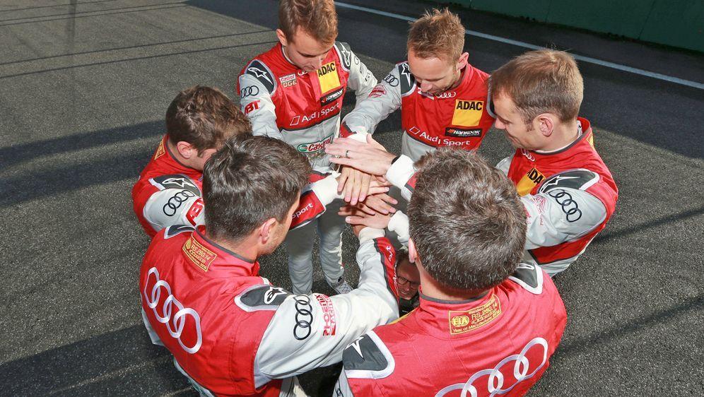 Mike Rockenfeller, Loic Duval, Rene Rast, Jamie Green, Nico Müller und Robin... - Bildquelle: Audi Communications Motorsport