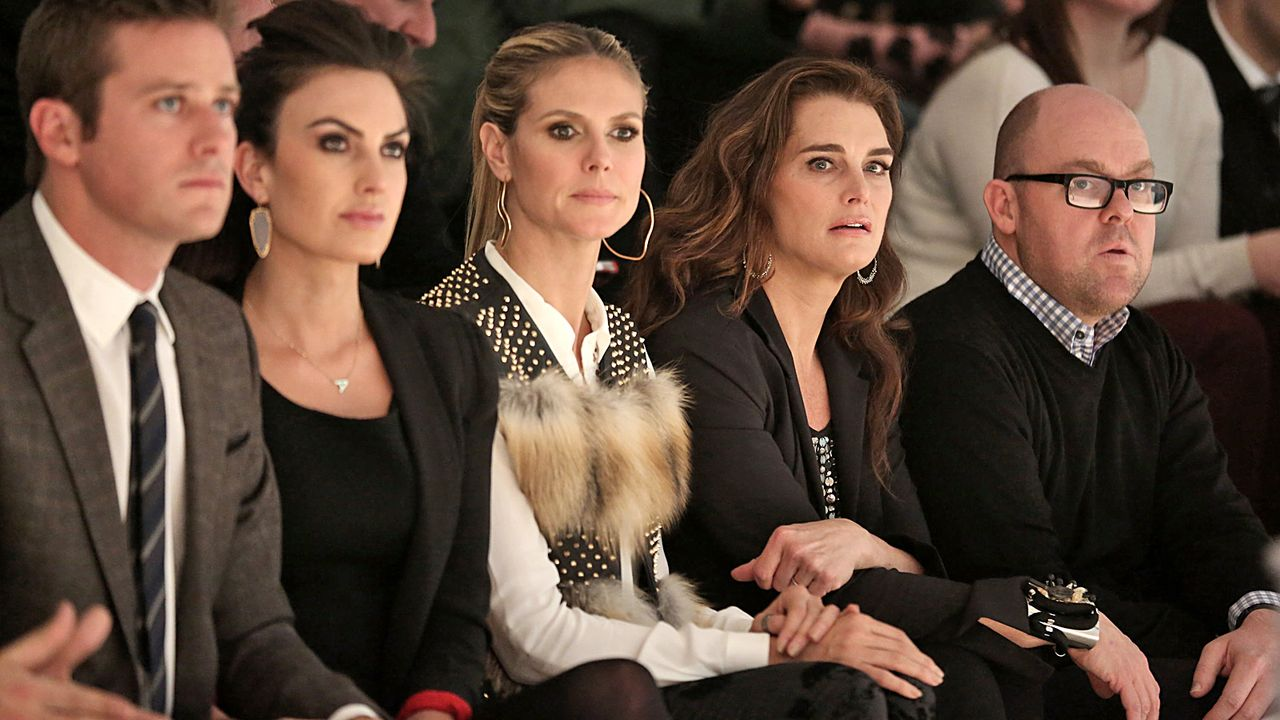 NYFW-Armie-Hammer-Elisabeth-Chambers-Heidi-Klum-Brooke-Shields-13-02-07-Chelsea-Lauren-Getty-Images-AFP - Bildquelle: Chelsea Lauren/Getty Images for Mercedes-Benz Fashion Week/AFP