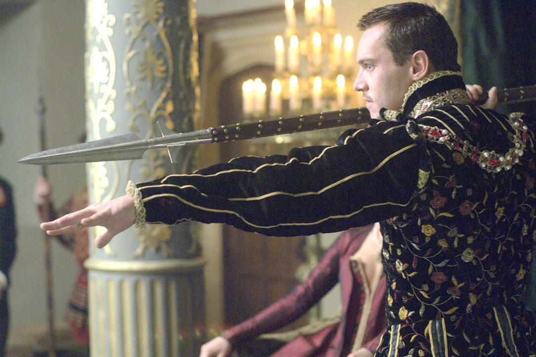 Weihnachten im Königshaus: König Henry VIII. (Jonathan Rhys Meyers) ist erfreut über das Geschenk seiner Liebsten ... - Bildquelle: 2008 TM Productions Limited and PA Tudors II Inc. All Rights Reserved.