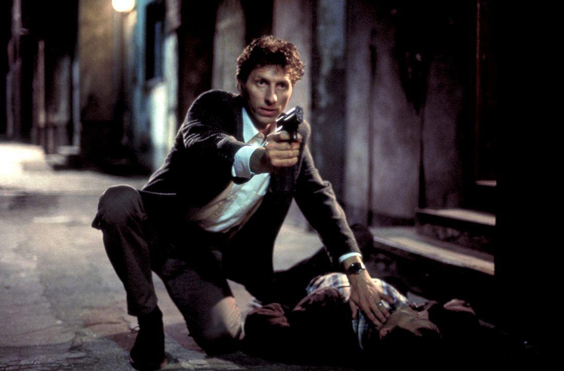 Erst spät wird Thomas (Rufus Beck) klar, dass er es mit hemmungslosen Killern zu tun hat ... - Bildquelle: Helmut Röttgen ProSieben