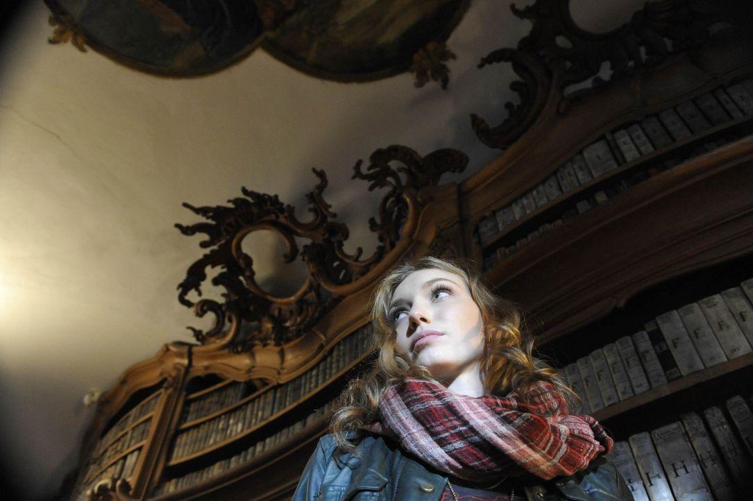 Kann Kirsten (Eleanor Tomlinson) noch verhindern, dass sie selbst das nächste Opfer der Hexe Hepzibah wird? - Bildquelle: Ibra Ibrahimovic ProSieben