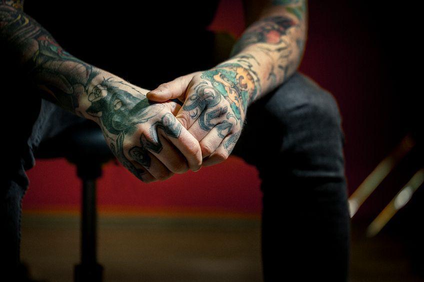 02_TattooHände - Bildquelle: Portra
