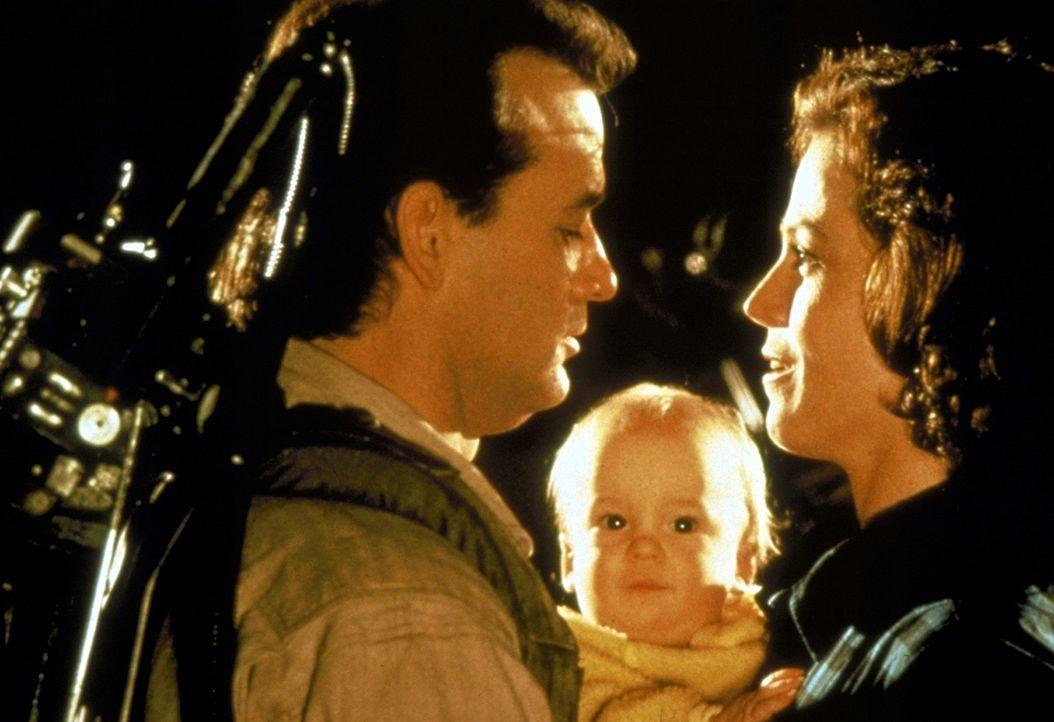 Peter (Bill Murray, l.) findet nicht nur Danas (Sigourney Weaver, r.) kleines Baby süß. Auch die Mutter des Kindes hat's ihm angetan ... - Bildquelle: 1989 Columbia Pictures Industries, Inc. All Rights Reserved.
