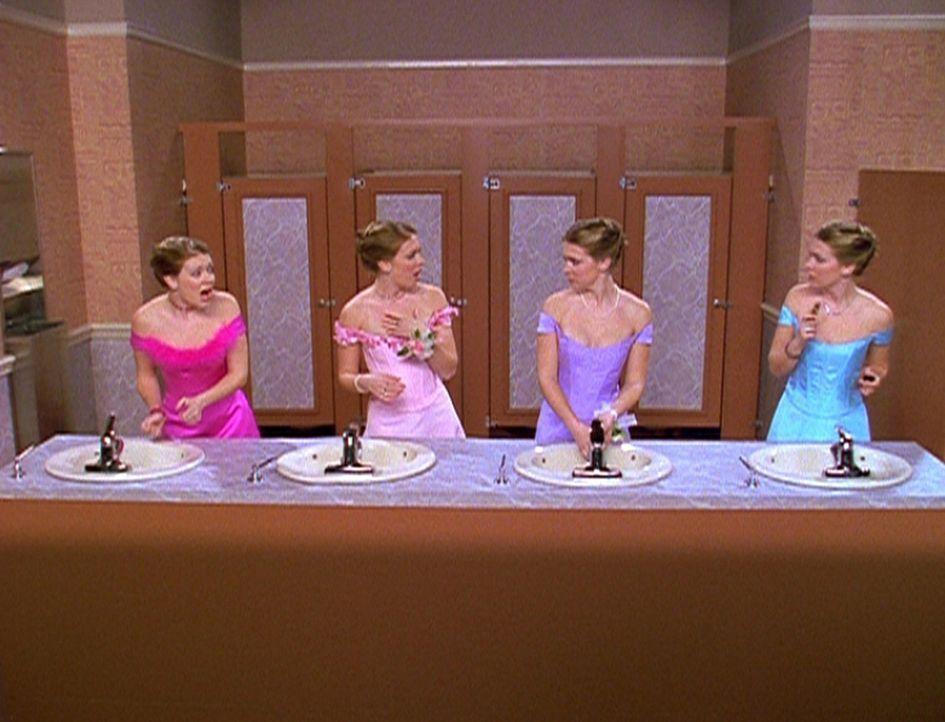 Sabrina (Melissa Joan Hart) hat noch drei Sabrinas herbeigezaubert, damit sie es jedem Recht machen kann ... - Bildquelle: Paramount Pictures