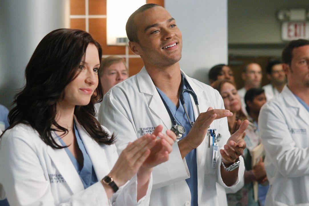 Heißen Derek Willkommen zurück am Seattle Grace: Jackson (Jesse Williams, r.) und Lexie (Chyler Leigh, l.) ... - Bildquelle: ABC Studios