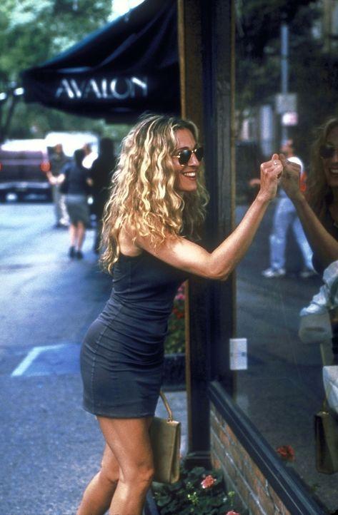 Nach dem kläglichen Date mit dem Schrifsteller Vaughn, gönnt sich Carrie (Sarah Jessica Parker) einen Besuch in dem Kosmetikhaus 'Avalon'. - Bildquelle: 2001 Paramount Pictures