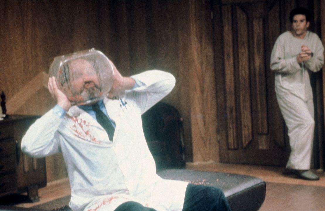 Gotthilf Nuss (Stephen Kearney, r.) stellt das Leben von Dr. Foster (Joseph Whipp, l.) auf den Kopf ...