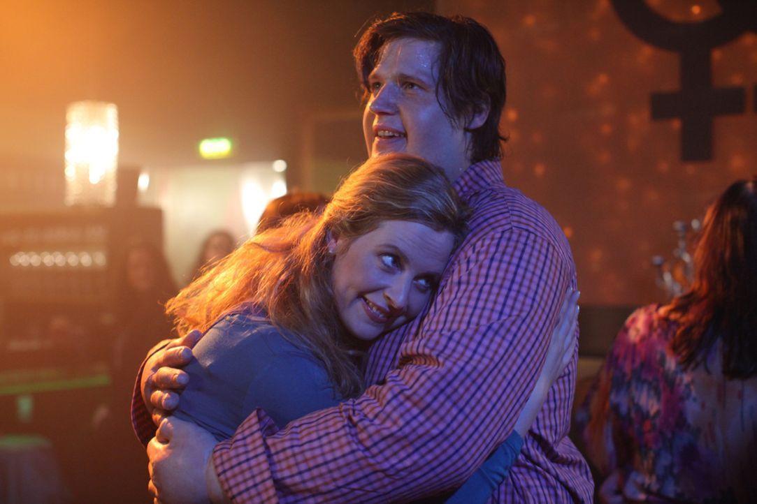 Kommen sich langsam näher: Nick (Sebastian Ströbel, r.) und Eva (Diana Amft, l.) ... - Bildquelle: SAT.1