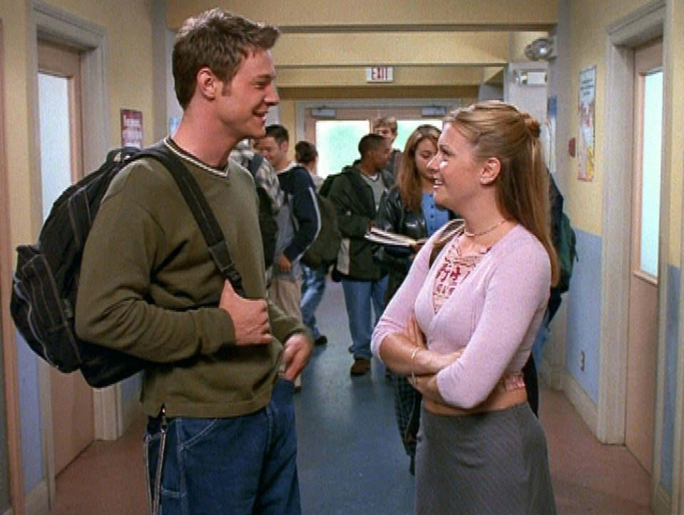 Sabrina (Melissa Joan Hart, r.) und Harvey (Nate Richert, l.) vertragen sich wieder ... - Bildquelle: Paramount Pictures