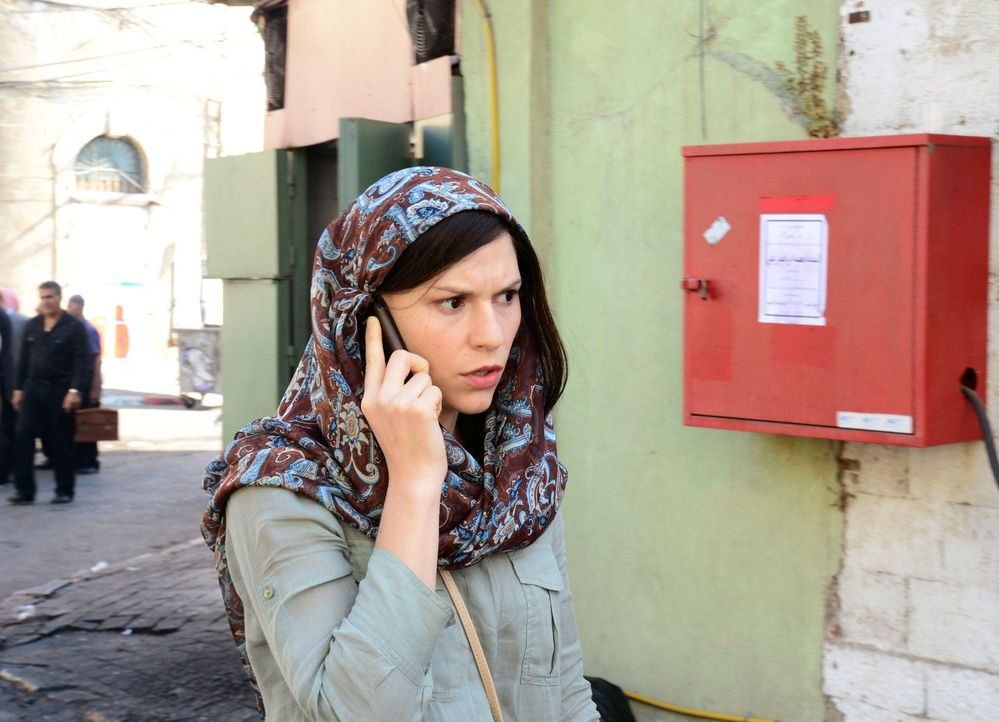 Carrie (Claire Danes) ist nun Lehrerin, wird aber vom CIA um Hilfe gebeten. Sie soll sich mit einer Informantin in Beirut treffen, die wichtige Info... - Bildquelle: 20th Century Fox International Television