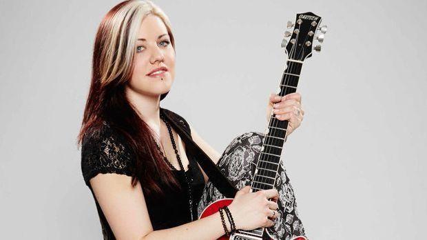 Die-Band-Gitarristin-Johanna-E-02-ProSieben-Richard-Huebner
