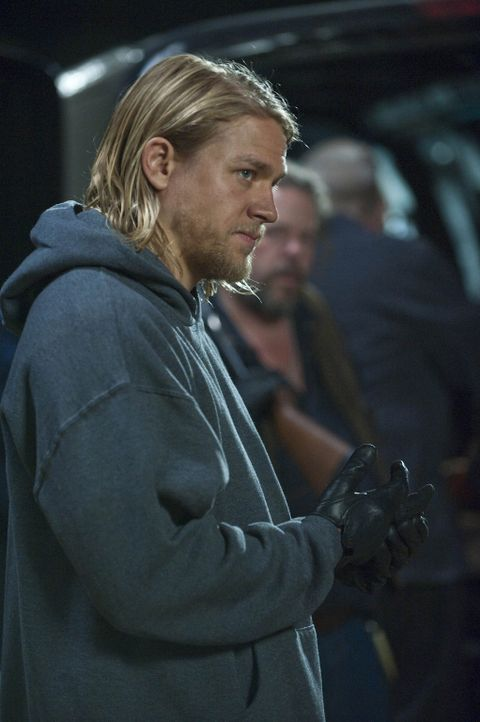 Die Spannungen zwischen Jax (Charlie Hunnam) und Clay nehmen weiter zu ... - Bildquelle: 2009 Twentieth Century Fox Film Corporation and Bluebush Productions, LLC. All rights reserved.