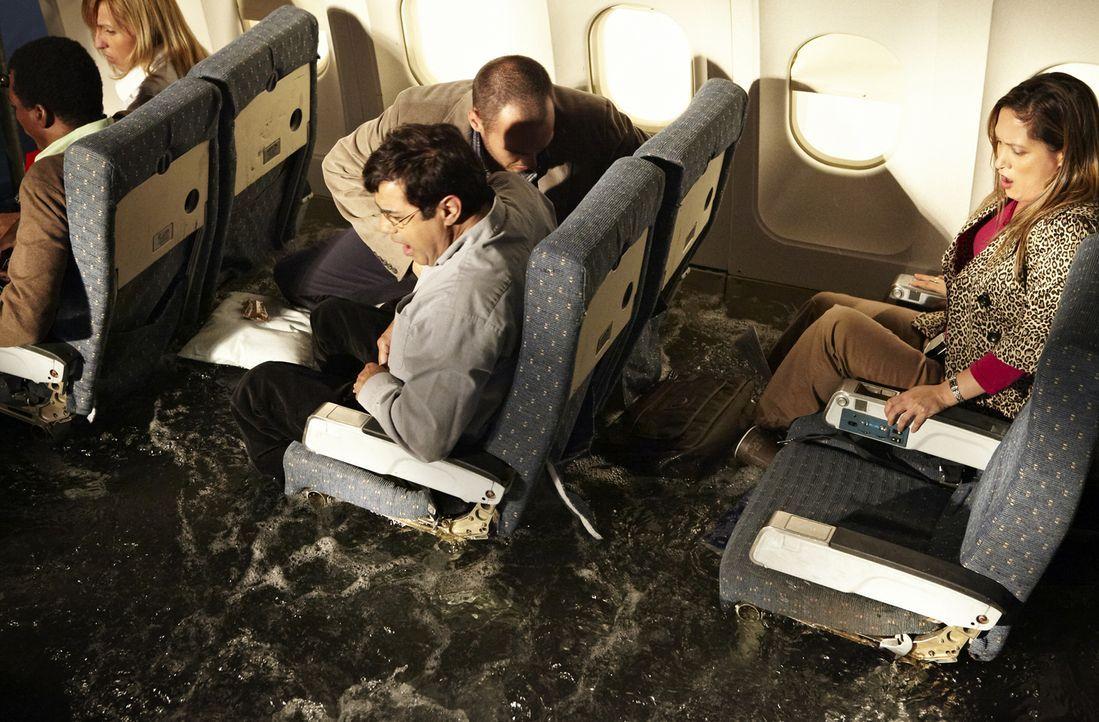 Januar, 2009: Kurz nach dem Start vom New Yorker LaGuardia Flughafen gerät die Maschine in einen Vogelschwarm. Beide Motoren fallen aus und lassen s... - Bildquelle: Ian Watson Cineflix 2009