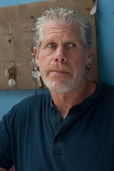 Die Abstimmung über Clay (Ron Perlman) wird herausgezögert, als der Club angegriffen wird ... - Bildquelle: 2011 Twentieth Century Fox Film Corporation and Bluebush Productions, LLC. All rights reserved.