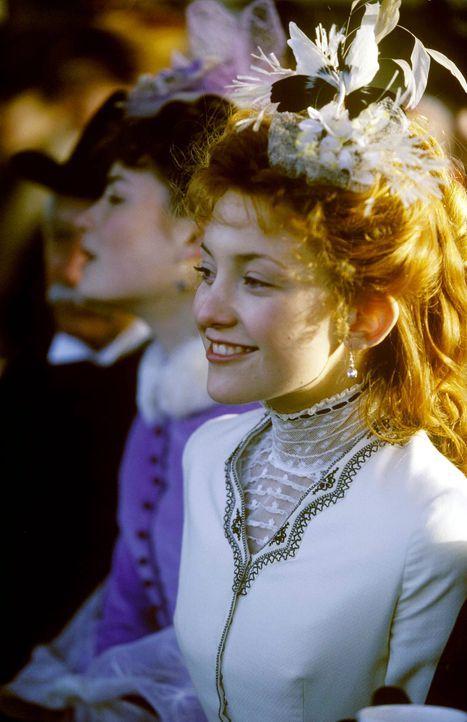 Im 19. Jahrhundert in England hat die weiße Feder einen symbolischen Charakter: Sie brandmarkt den, der sie überreicht bekommt, als Feigling! Eines... - Bildquelle: Jaap Buitendijk Concorde Filmverleih. All rights reserved.
